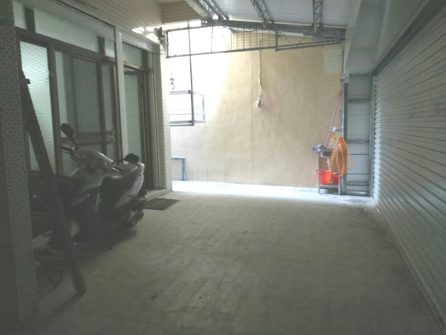 東區芳鄰面寬車庫透天,台南市南區中華南路一段